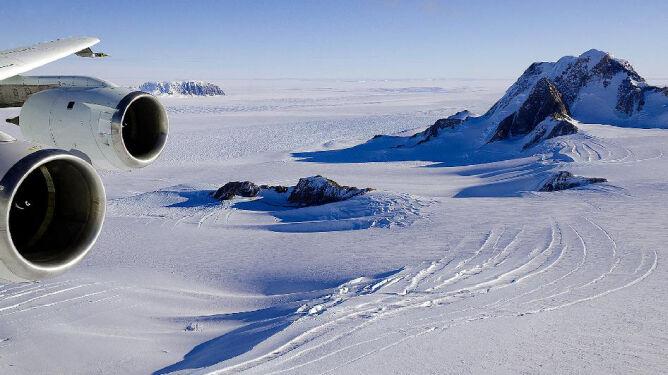 Pod lodem buzuje gorąca magma. Odkryli aktywny wulkan na Antarktydzie