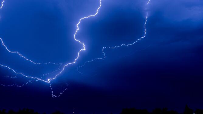 Aura może być groźna nocą. <br />Ostrzeżenia IMGW
