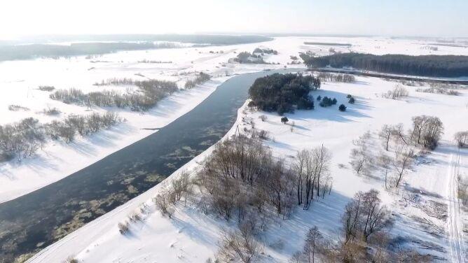 Piękne oblicze zimy. <br />Narew na nagraniu z drona
