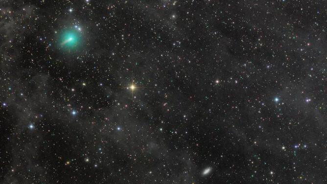 Niezwykła kometa krąży po naszej okolicy. <br />Jej blask jest większy niż zakładano