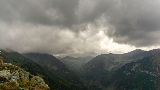 Pogoda potrafi zmienić się w ciągu kwadransa. Z burzami w Tatrach trzeba liczyć się zawsze