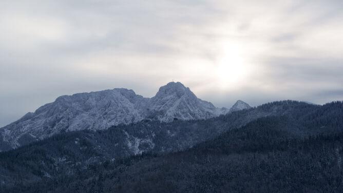 Prognoza pogody na pięć dni: przyjemnie nie będzie. W górach powieje z prędkością ponad 100 km/h