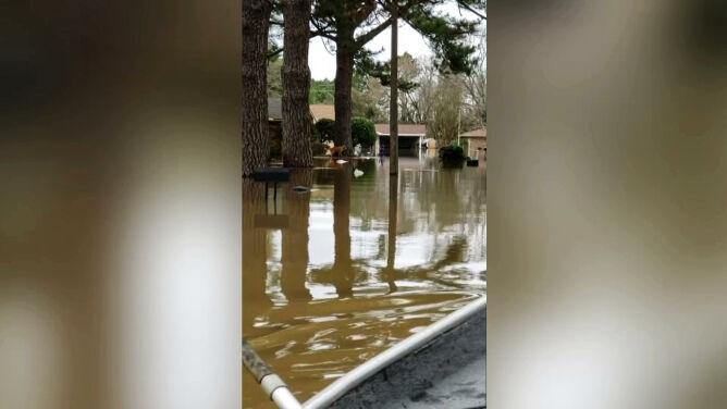 Przepełnił się zbiornik retencyjny, wylała rzeka. Powódź w Missisipi